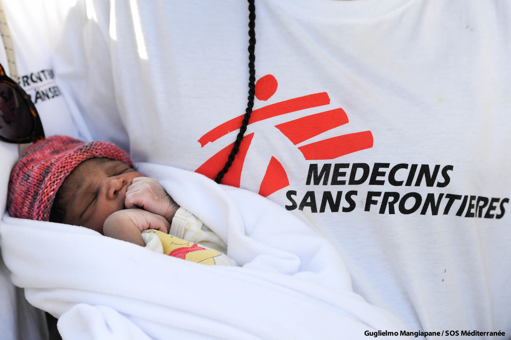 Photo du bébé Miracle qui est né à bord de l'Aquarius en mer Méditérranée