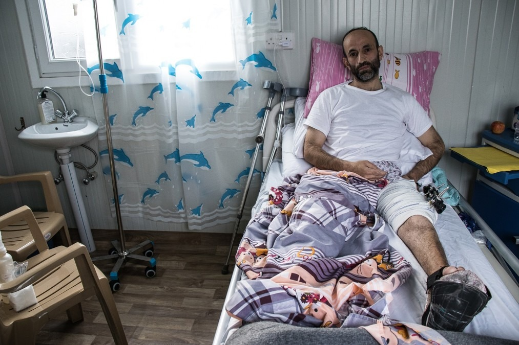 Nashwan is one of the many war-wounded patients still trying to recover a year after the conflict in Mosul officially ended, Iraq, May 2018. © MSF/Sacha Myers