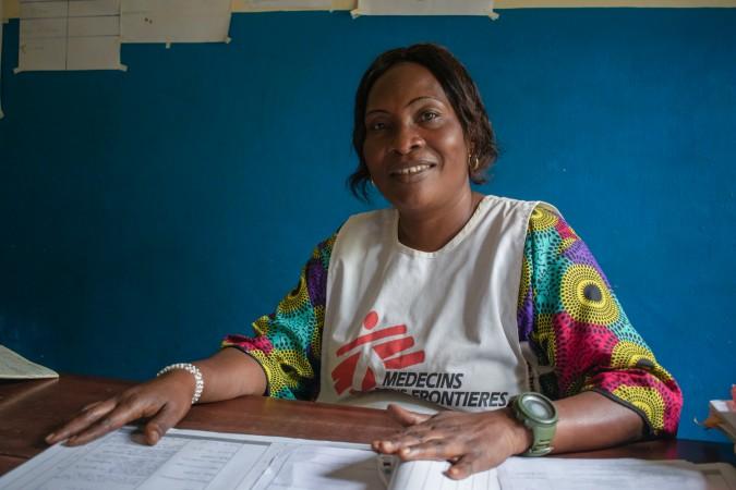 RDC, MSF , Infirmière / Dans les sept centres de santé de la région de Nizi soutenus par MSF, une infirmière de MSF soutient le personnel local. Janvier 2020. RDC. © MSF/Solen Mourlon
